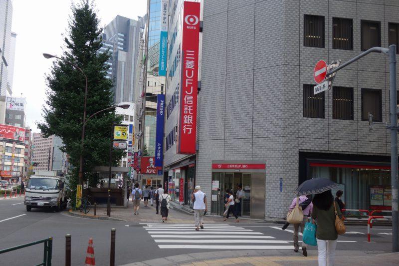 三菱東京UFJ銀行前