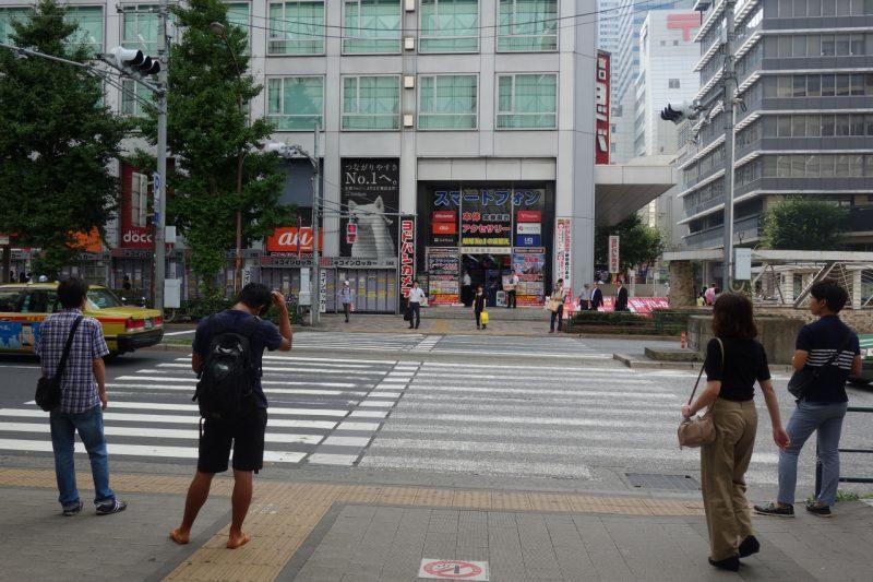 京王百貨店前の横断歩道